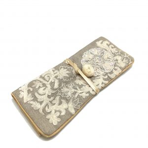 BEIGE COLOR EMBROIDERED JEWELRY ROLL